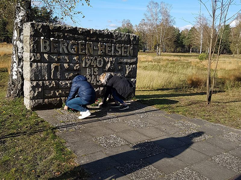 Exkursion_nach_Bergen-Belsen__2_.jpg?auto=compress,format&colorquant=1600