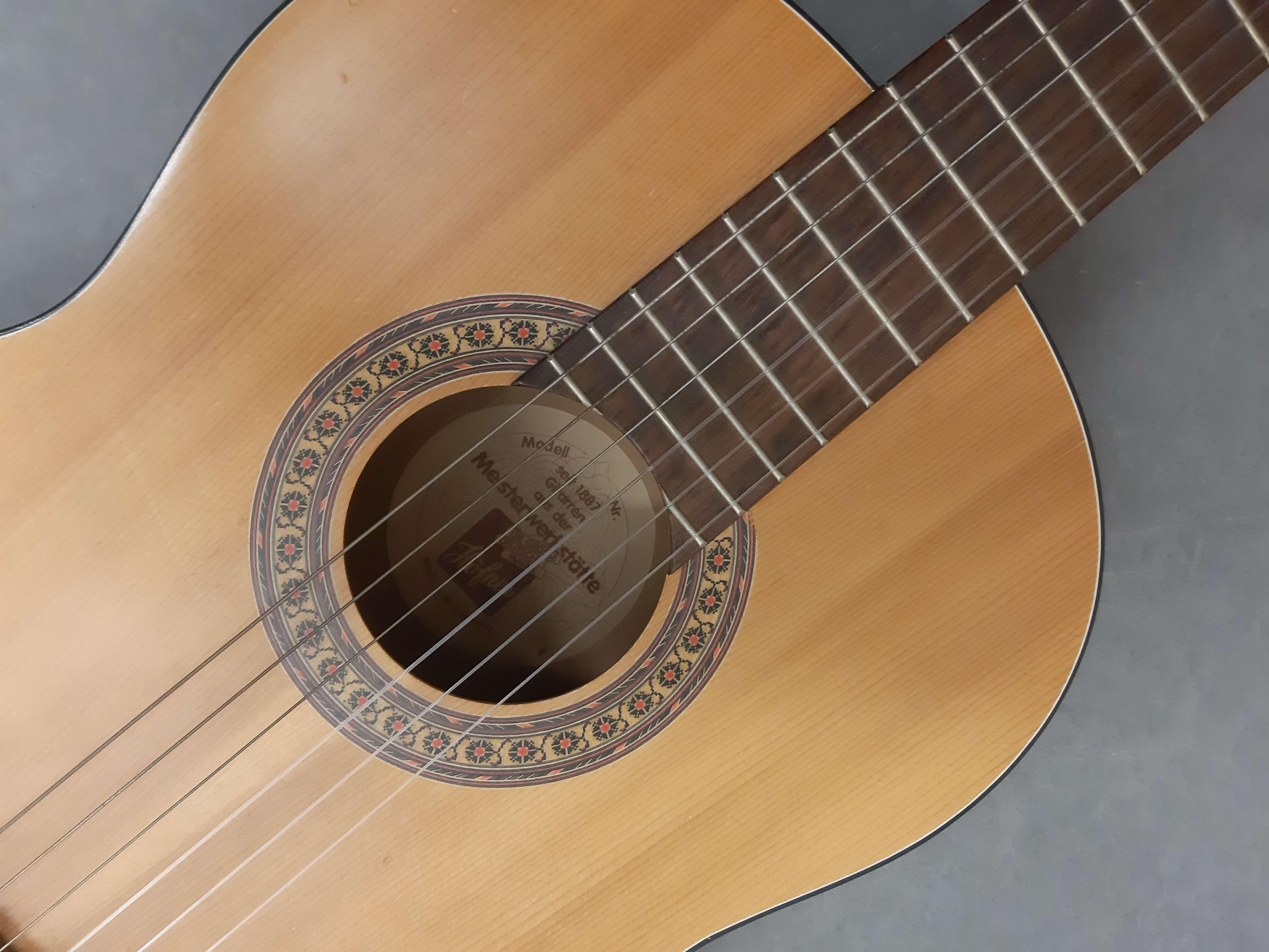 Gitarre.jpg?auto=compress,format&colorquant=1600