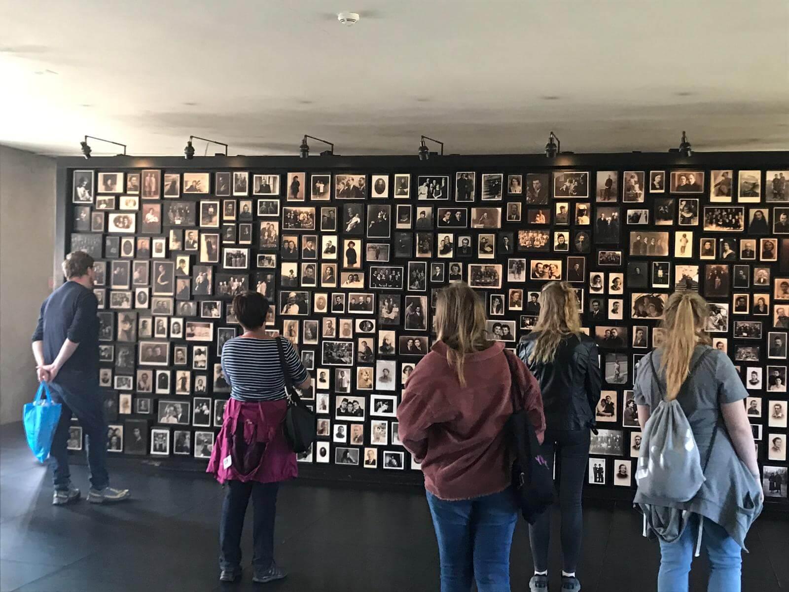 Auschwitzfahrt.jpg?auto=compress,format&colorquant=1600